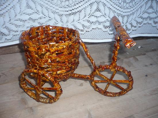 Велосипед из газетных трубочек своими руками