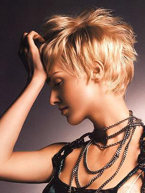 ...стрижки и разнообразные способы укладки волос. парикмахерские услуги.