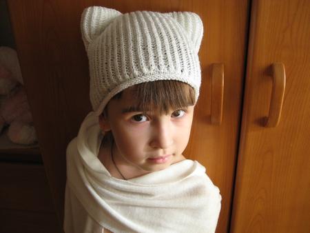Оксана.  Автор.  Вот такая шапочка у меня получилась))Кажеться ушки не много разные????Девочки,оцените пожалуйста...