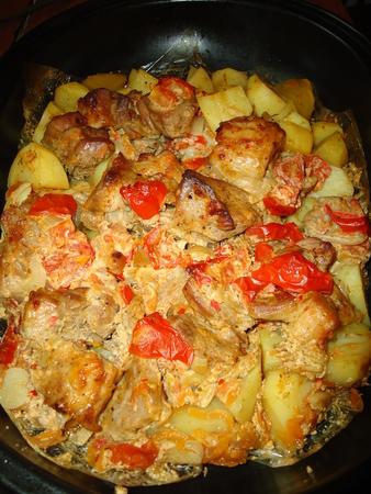 картошка с мясом в духовке в майонезе