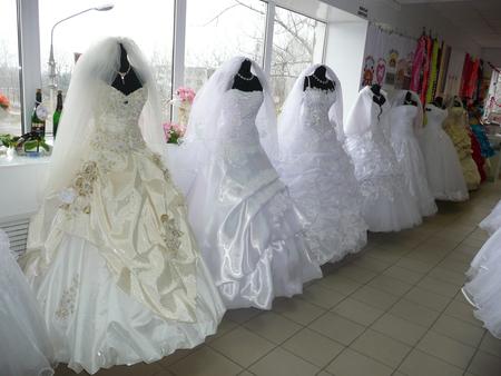 c1991f04688 Изюминка наших платьев - это ручная работа в декорировании свадебных нарядов.  Умелое дополнение платьев ручной вышивкой