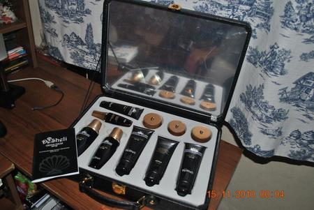 Продам израильскую косметику в чемодане. (не зеркале в чемодане пленка...